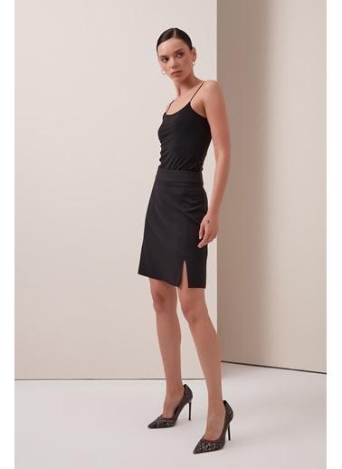 Gusto Kadın Siyah Yırtmaçlı Mini  Etek 21YG003203 Siyah